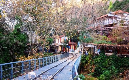 Το Παραδοσιακό χωριό Ζαχλωρού, σταθμός του οδοντωτού σιδηρόδρομου Καλαβρύτων