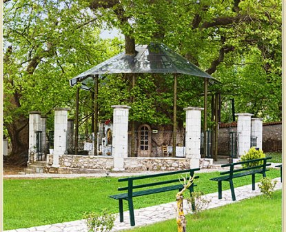 Ιερά μονή της Παναγίας της Πλατανιώτισσας στις παρυφές του Χελμού κοντά στο Χιονοδρομικό κέντρο Καλαβρύτων